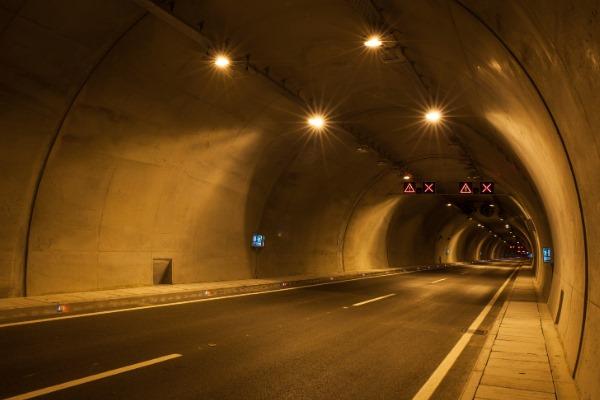 関西のトンネルで起きた堺市中学生集団怪奇パニック事件とは?真相と真実は