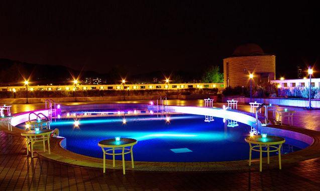 今際の国のアリスのプールのロケ地は滋賀県のロイヤルオークホテル スパ&ガーデンズ!